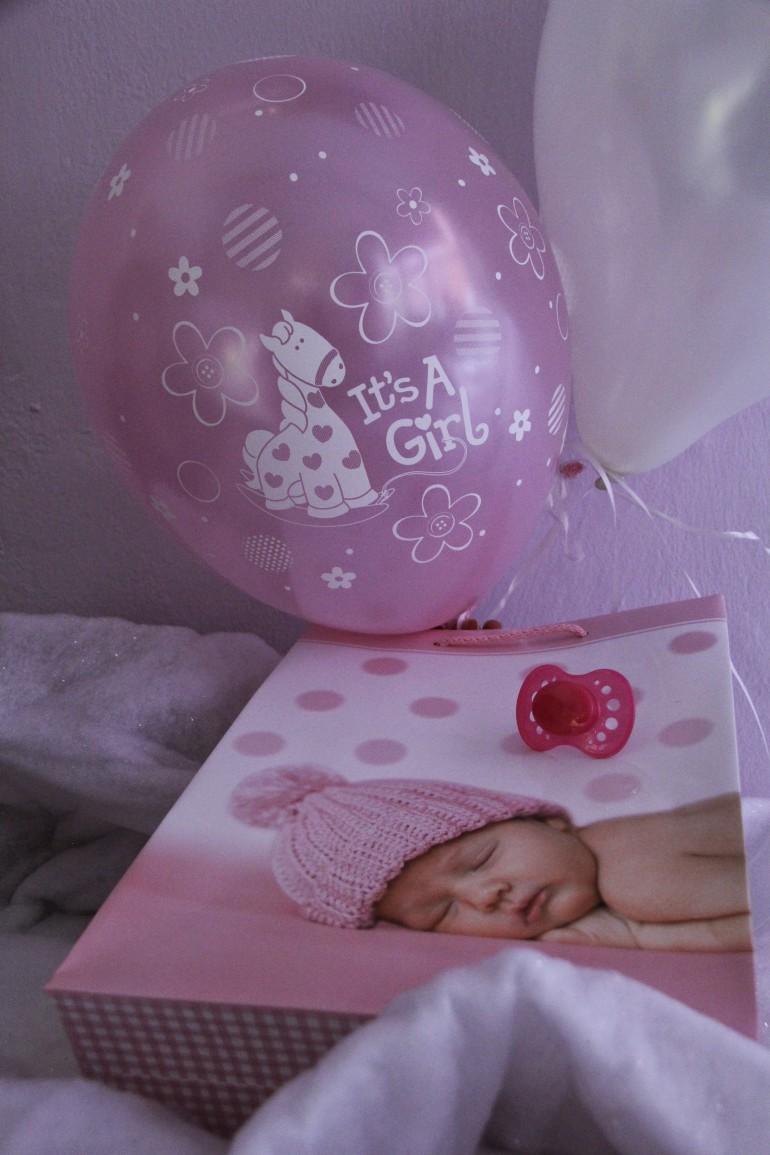 Luftballon it´s a girl und Geschenkesackerl