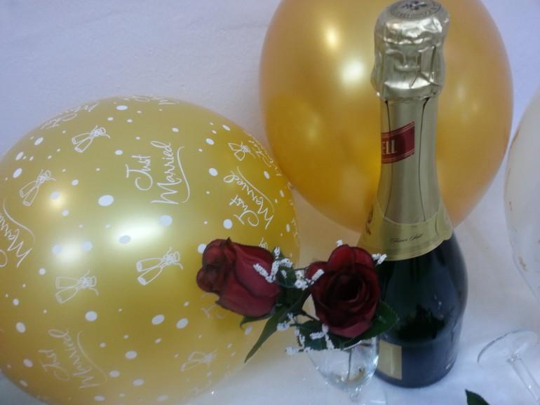 goldfarbene Hochzeitsluftballone