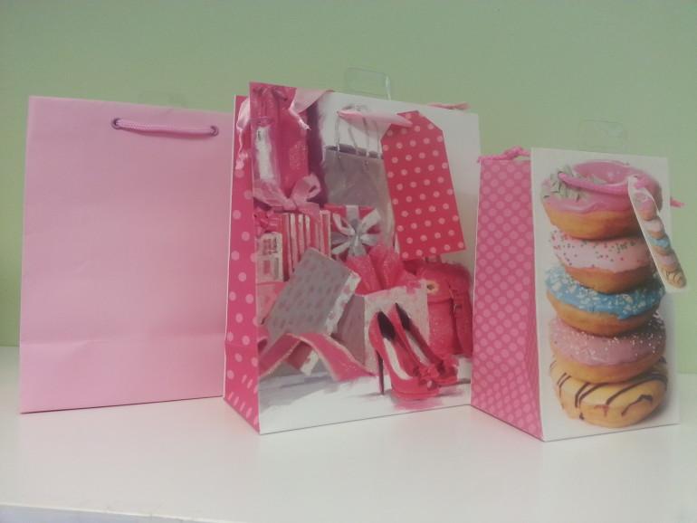 rosafarbene Geschenkesackerln