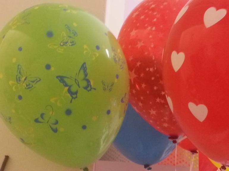 Latexballon mit Schmetterlingen