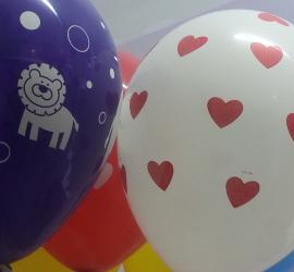Latexballon mit Herzen
