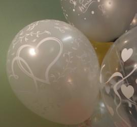 Latexballon weiß mit weißen Herzen