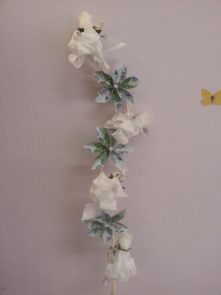 Geldgeschenk Blüten mit weißen Rosen