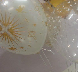 Latexballon weiß mit goldenen Kreuzen