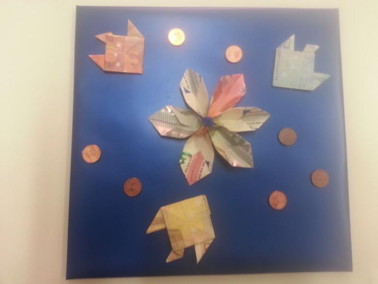 Geschenkverpackung blau mit Gelddekoration