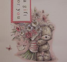 Geschenksackerl a gift for you Bär mit Blumenstrauß