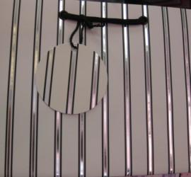 Geschenksackerl weiß mit Streifen silberschwarz