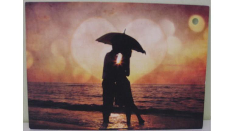 Flugkarte Paar mit Schirm am Strand