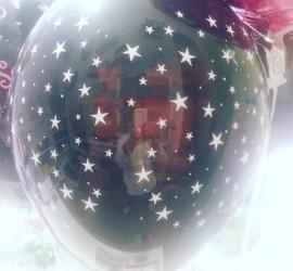 Latexballon schwarz mit weißen Sternen
