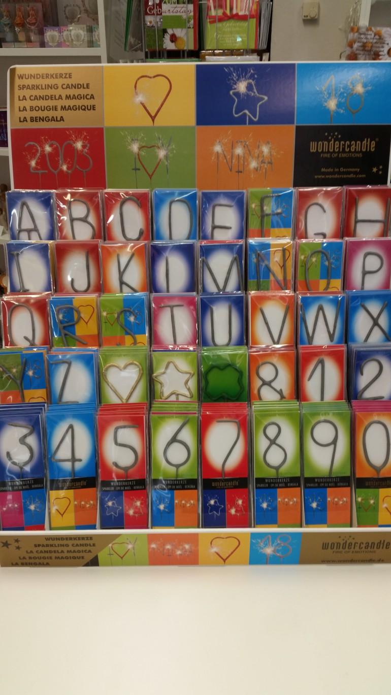 Wunderkerzen in Buchstaben und Zahlen