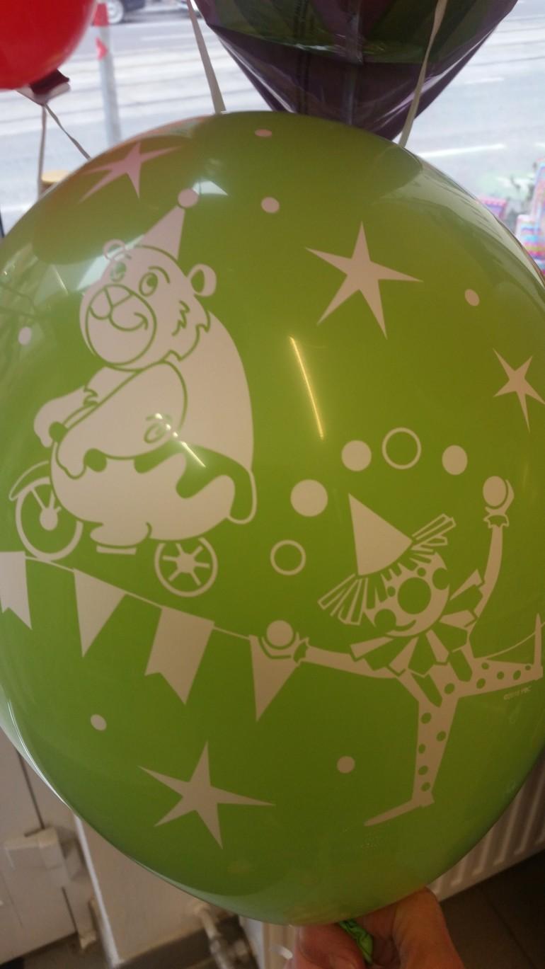 Latexballon mit Zirkusmotiven