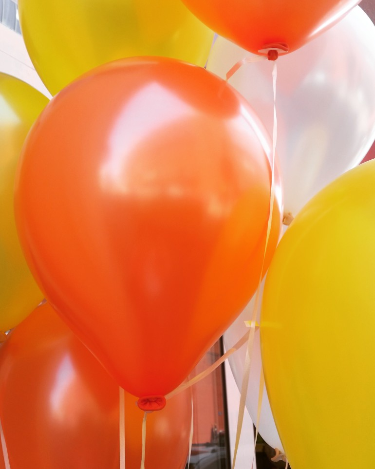 Latexballons Seidenglanz orange und gelb