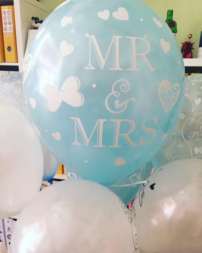 MR & MRS Hochzeitsballon 40 cm groß in verschiedenen Farben