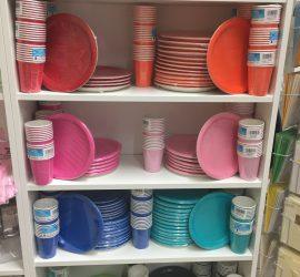 Becher und Teller unifarben bunt