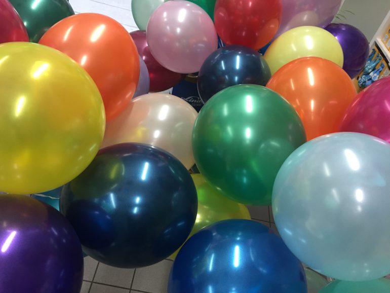 Einfärbige seidenglanz Luftballons - in vielen verschiedenen Farben! 30 cm