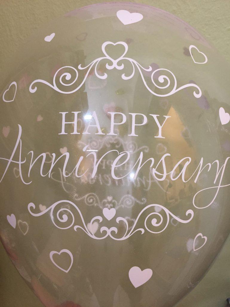 HAPPY Anniversary - Alles Liebe zum Jahrestag - Latexballon durchsichtig mit weißer Schrift - 30 cm