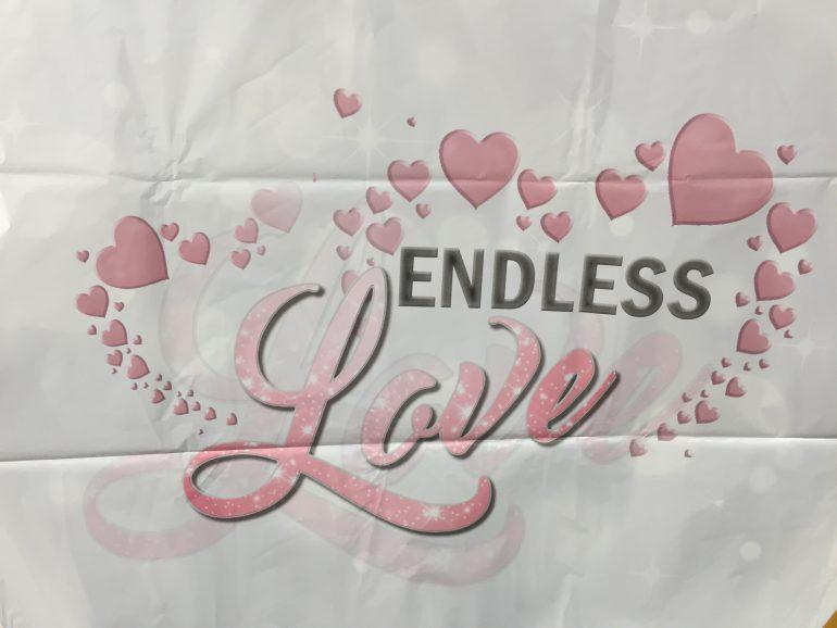 Folienherz mit der Aufschrift `ENDLESS Love´ in weiß/pink/schwarz; 70 cm