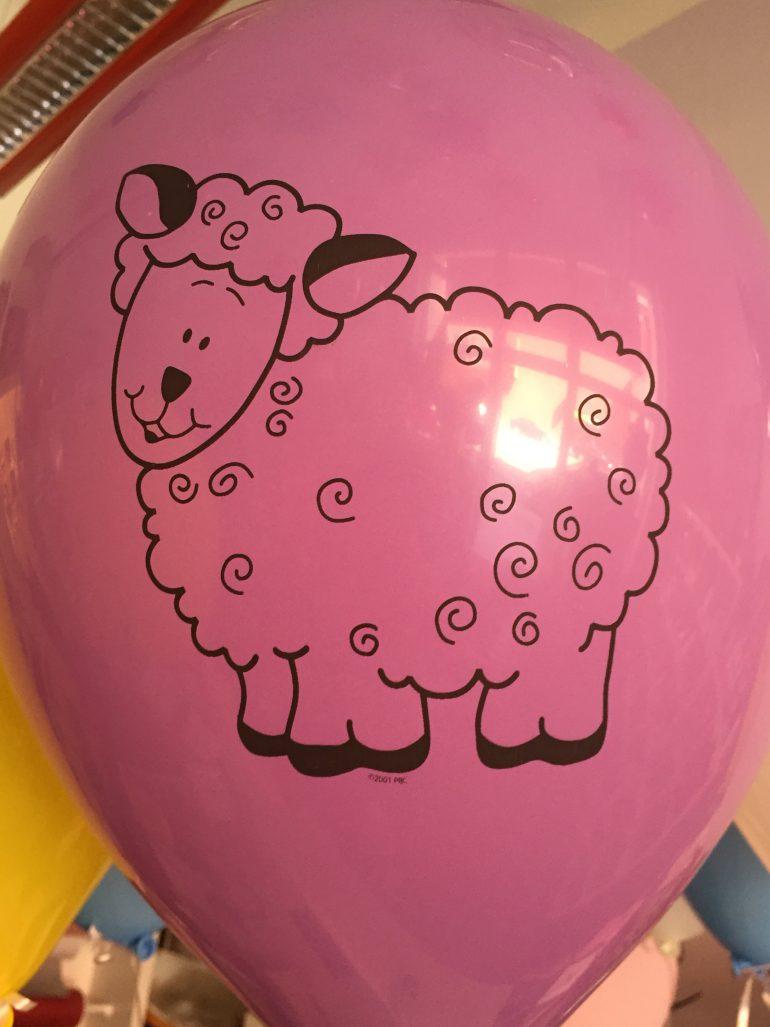 Bauernhoftiere - lilafarbener Latexballon mit Schaf