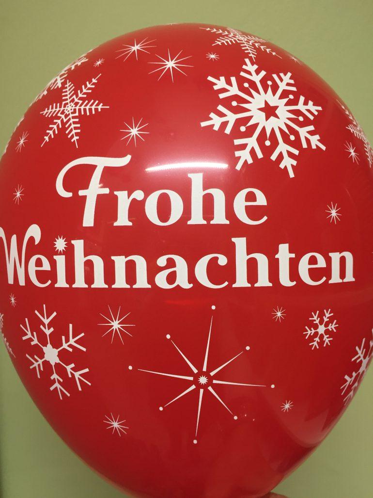 Frohe Weihnachten - roter Latexballon mit weißen Schneeflocken - Merry Christmas - Weihnachtsdeko
