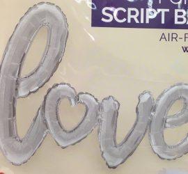 Schriftzug `love´ in silber - das o ist wie ein Herz geformt - Luftfüllung!