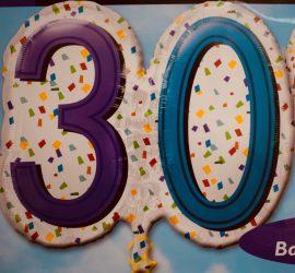 Zum 30. Geburtstag - Folienballon 60 cm groß! `Happy Birthday´ - steht auf der Rückseite!